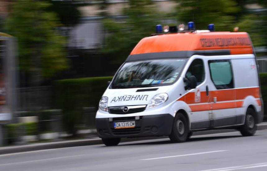Нападнаха фелдшер от Спешна помощ