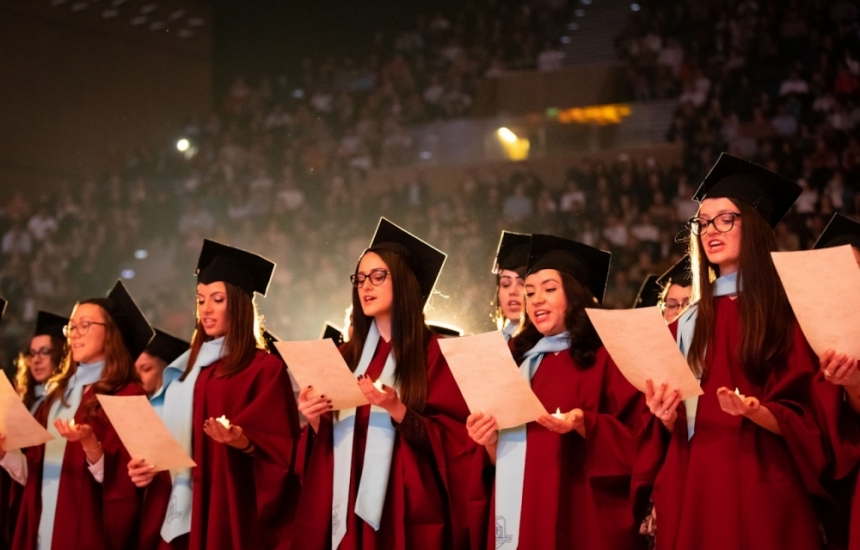 532 сестри и акушерки получиха дипломи