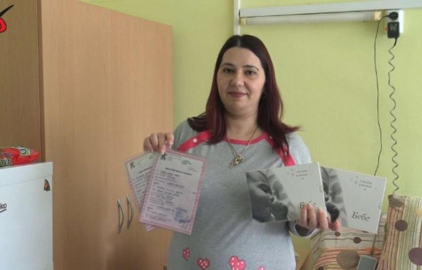 Сребърни монети  за първите бебета на Добрич