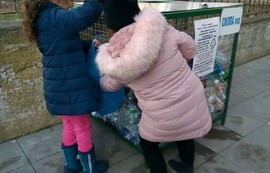 Пластмасови бутилки в помощ на болница