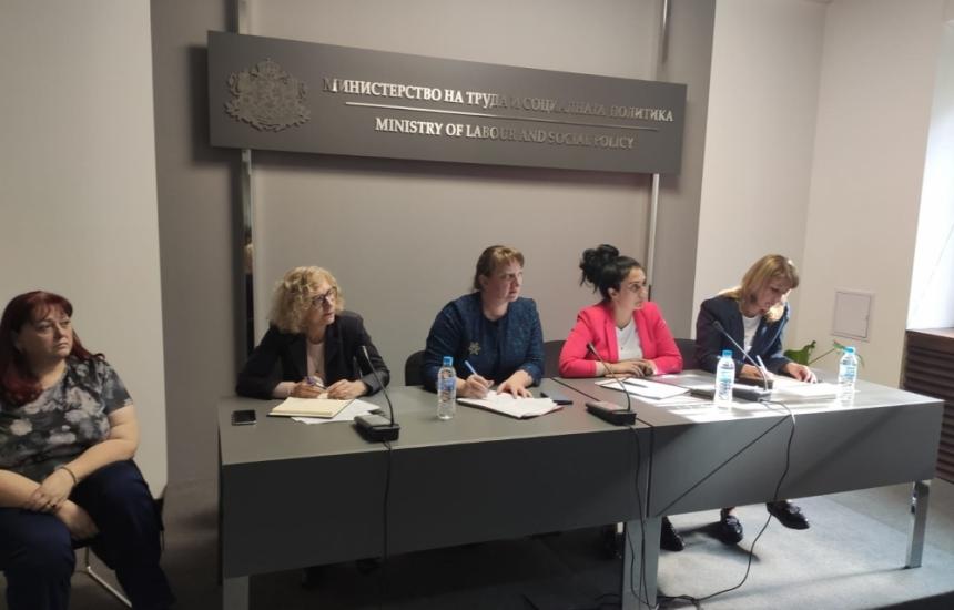 Сачева ще настоява за ръст на заплатите за социалните работници