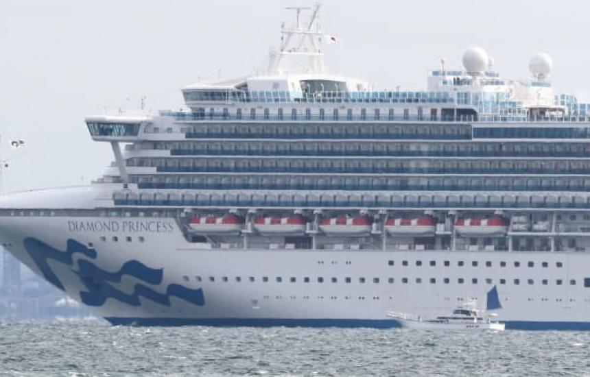 Два круизни кораба блокирани заради коронавируса