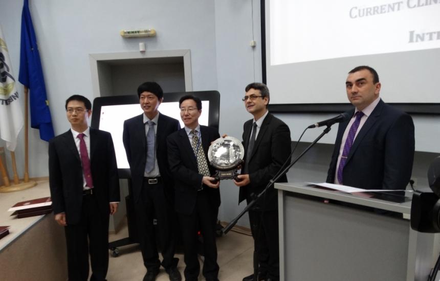 МУ-Плевен изпрати 11 000 медицински маски в Китай