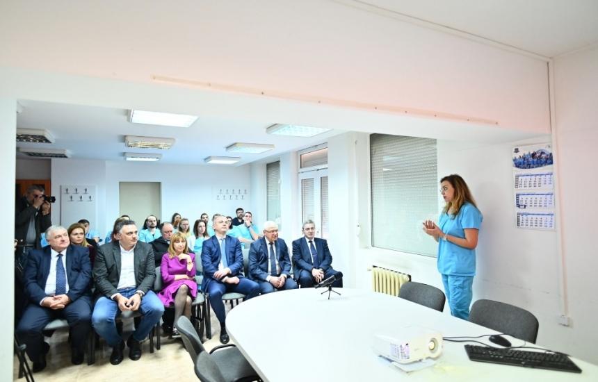 Ананиев разгледа очната болница във Варна
