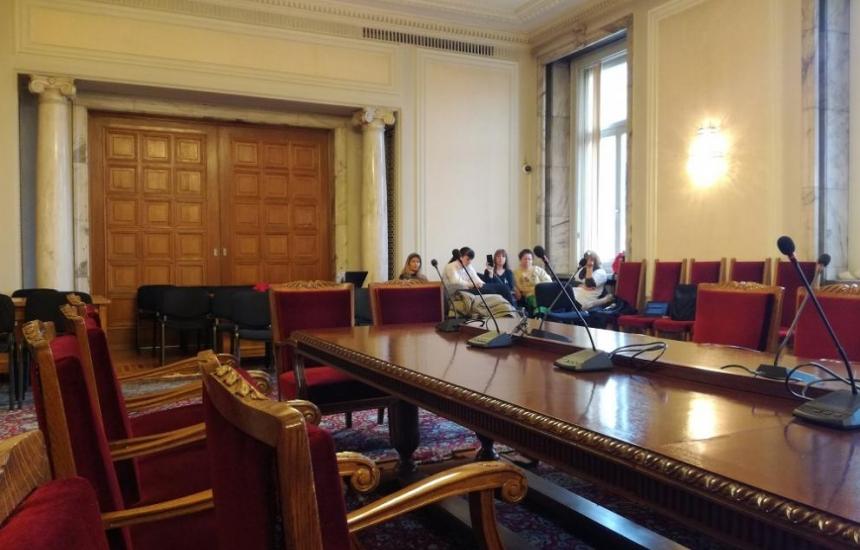 Жандармерия ще гони сестрите от парламента