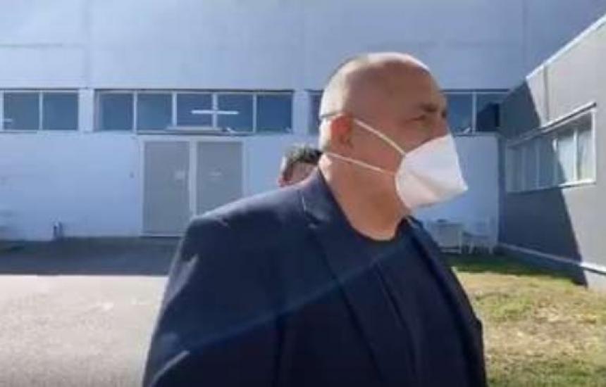 Борисов: Още днес са готови 300 защитни облекла