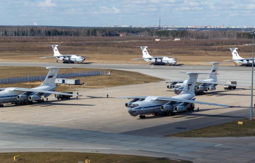 Русия прати още 3 самолета в помощ на Италия