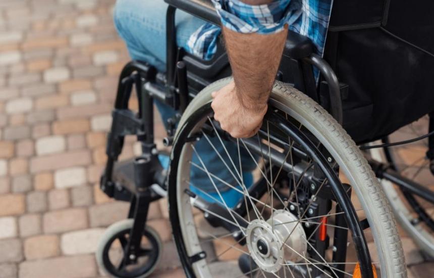 Интервюират хората с увреждания по телефона