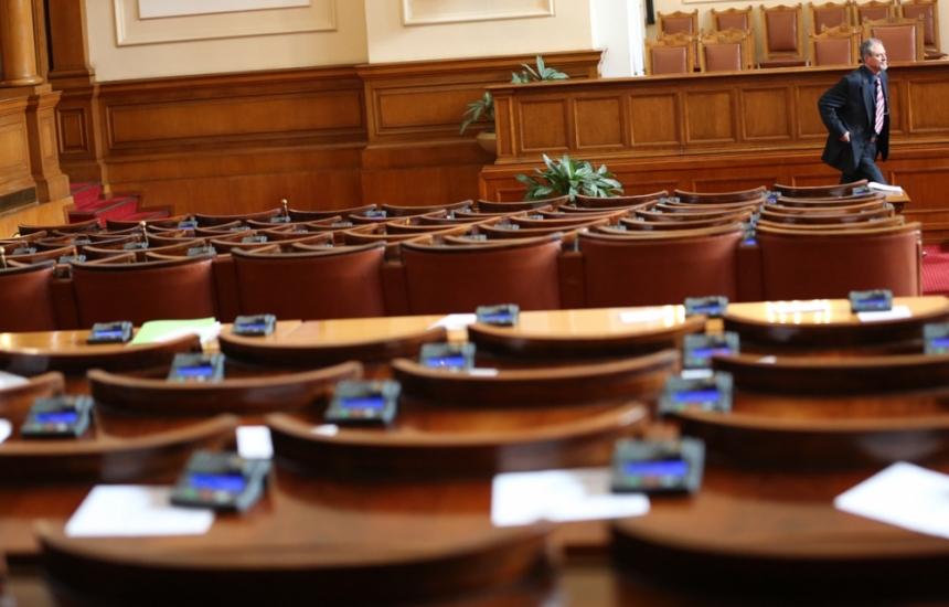 Депутатите пак гледат бюджета на Касата