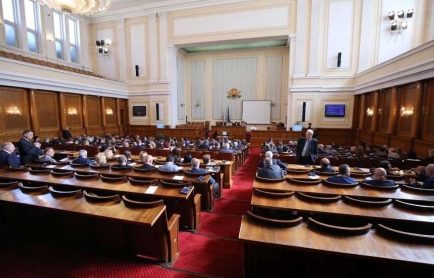 Парламентът ще удължи извънредното положение