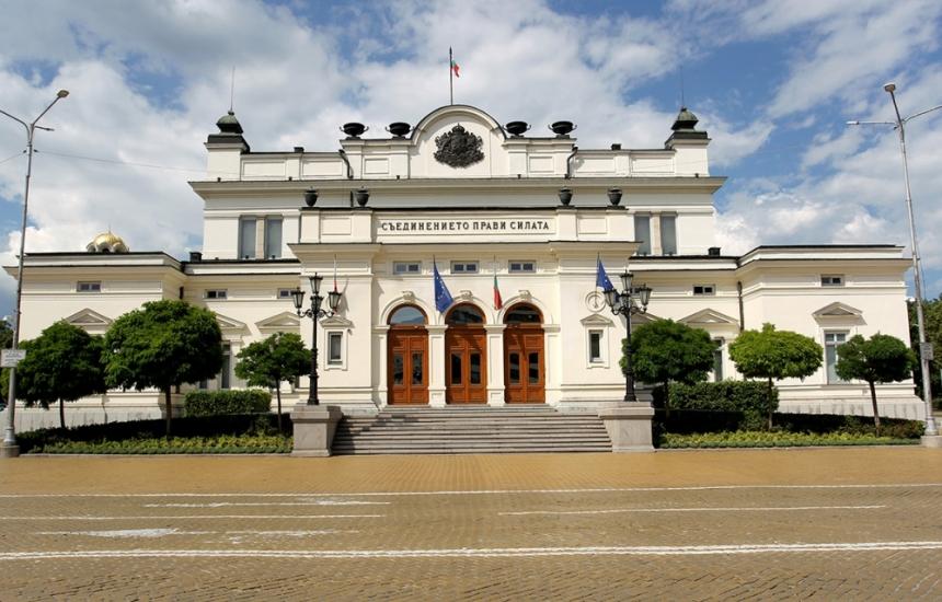 Борисов замразява депутатските заплати
