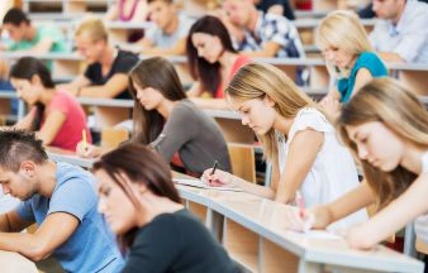 Вдигнаха таксите за студентите с 5% до 25%