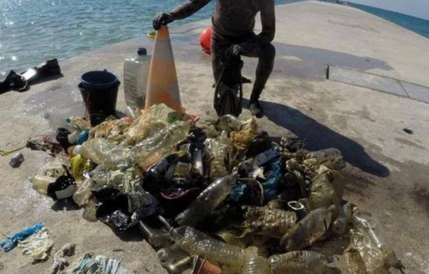 Maски и ръкавици започнаха да мърсят морето