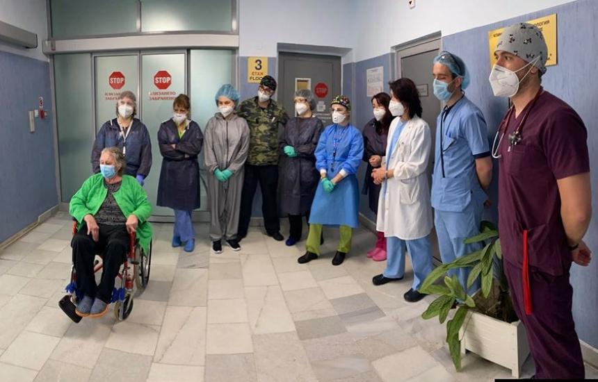 Излекуваха пациент след 33 дни на апаратно дишане