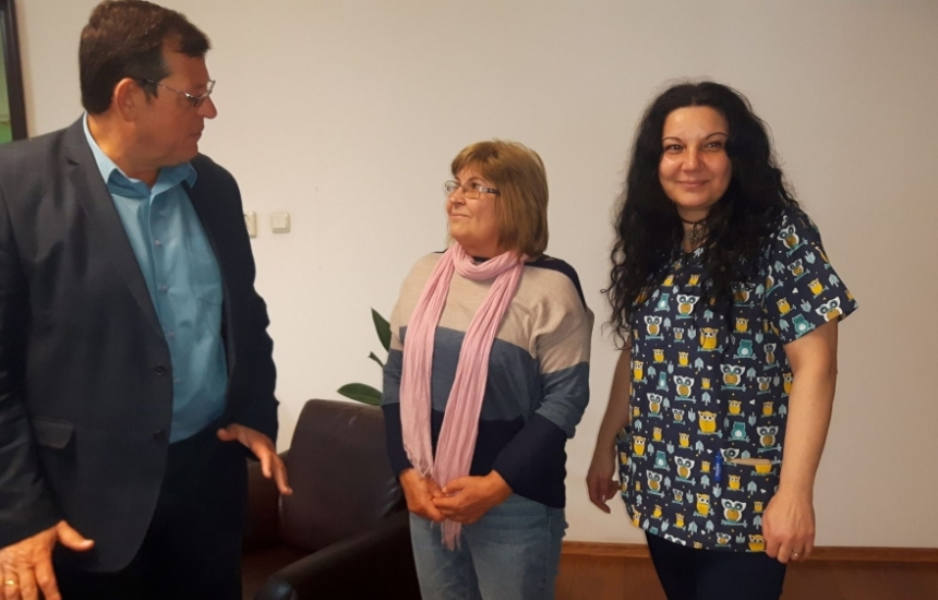Taтяна помага цял месец на Инфекциозното в Бургас