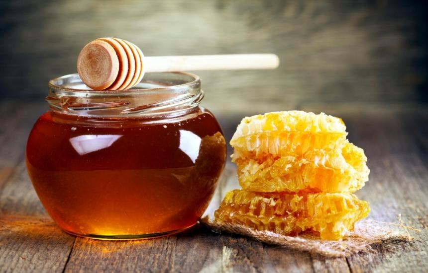 Дават биологичен пчелен мед на децата