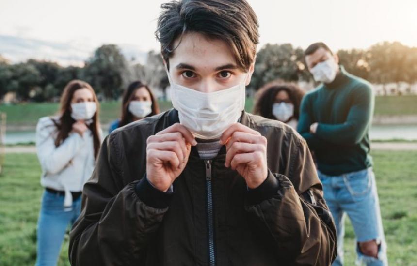 80% от тийнейджърите са гневни заради изолацията