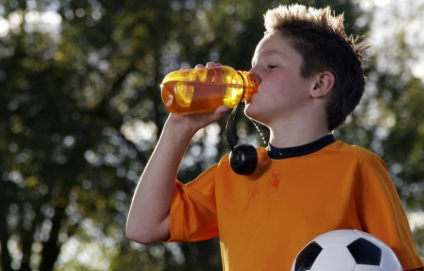 Предлагат забрана на енергийни напитки за деца