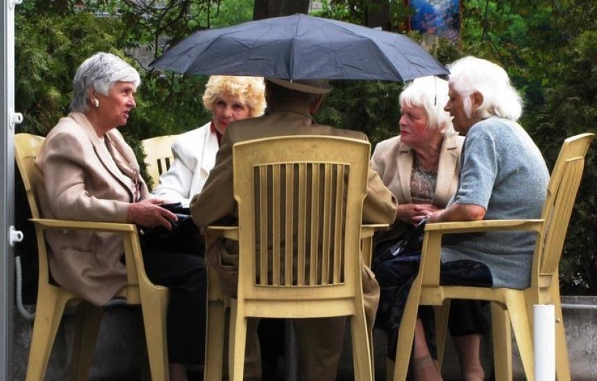 Без свиждания в старческите домове