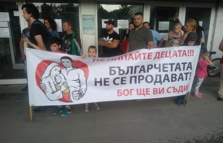 Пак протести срещу закона за социалните услуги