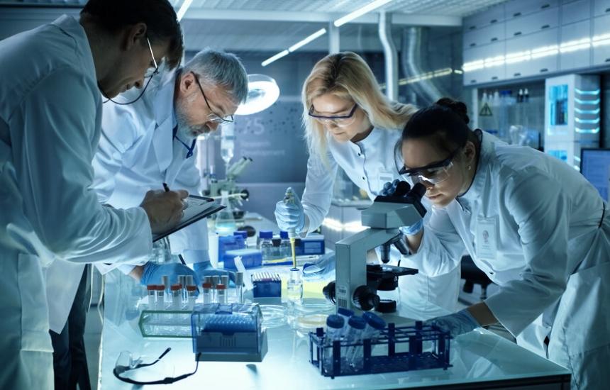 Медици и учени с 11 проекта за К-19