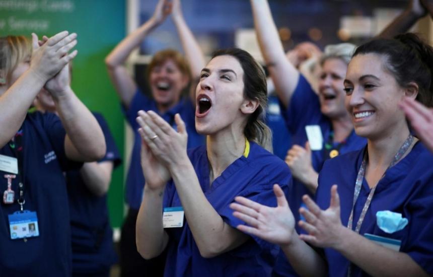 Аплодисменти вместо пари за медиците
