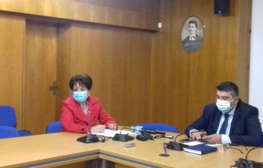 Глоби за кмет и директор без маска