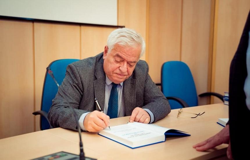 Проф. Стефан Габровски с нова книга