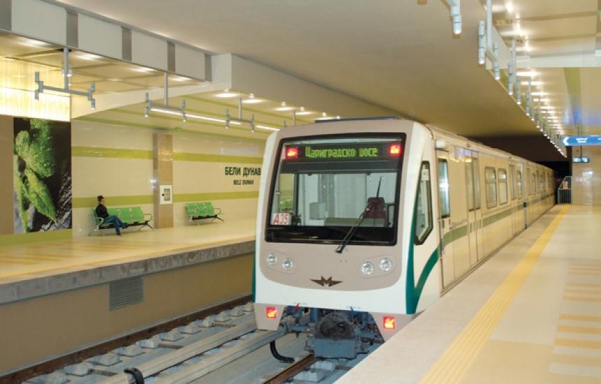 Увеличават влаковете на метрото в София