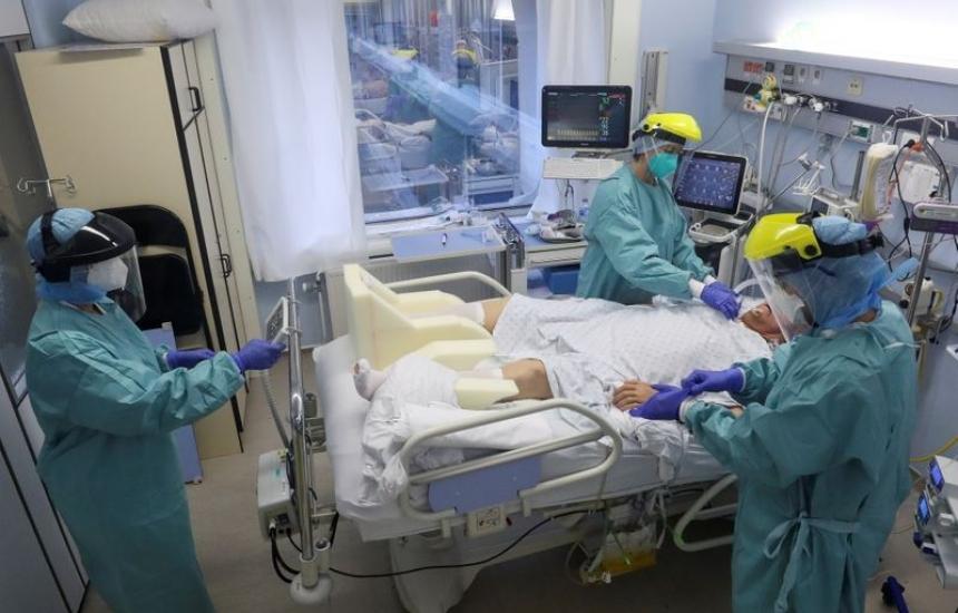 В Белгия лекари с К-19 поемат болните