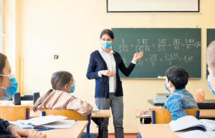 Учителите в горния курс са за онлайн часове