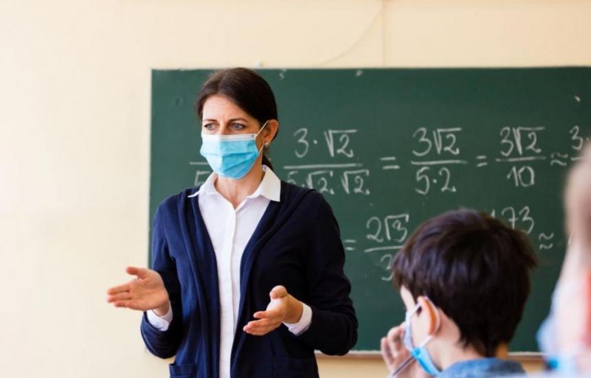 Учениците се завръщат частично в клас