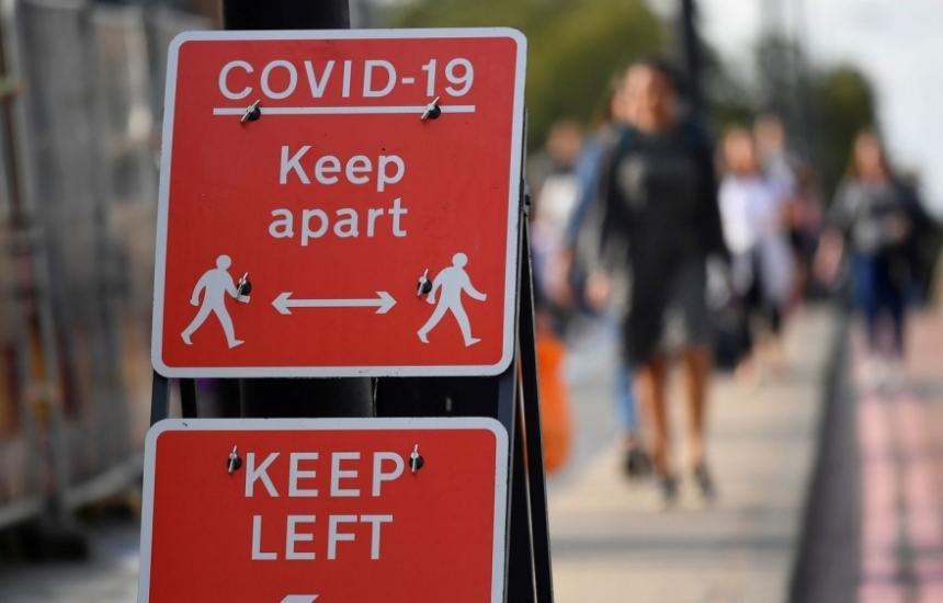 В Англия заразата намалява с 1/3 при карантината