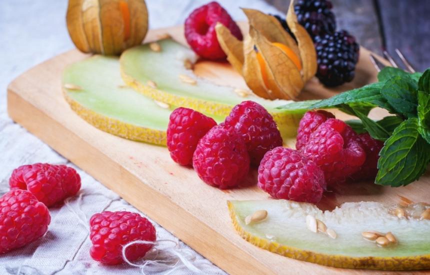 Изчистете токсините с плодове