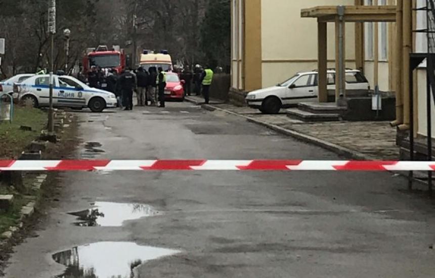 """Суматоха в """"Александровска"""" заради гранати"""