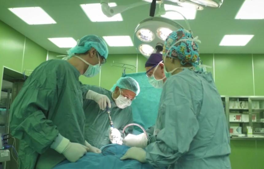 Умни импланти спестяват 10 операции при сколиоза