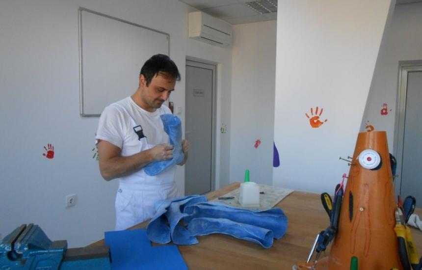 Помагат на деца с парализа с швейцарско ноу-хау