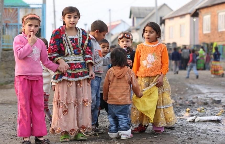 Роми лекуват роми в Средец