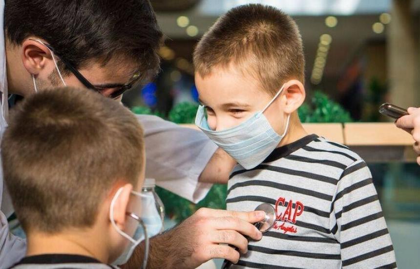 Студенти се учат на ЕКГ и бронхоскопия