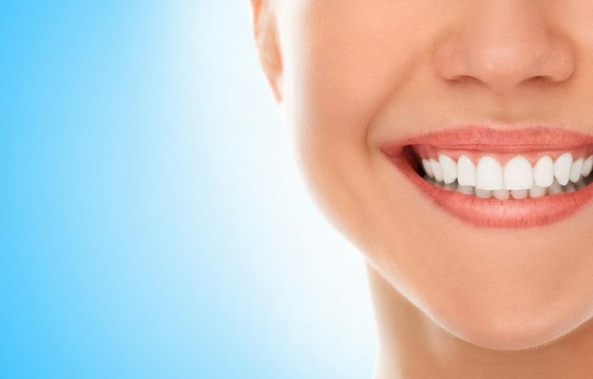 Венците се отдръпват заради пиърсинг и твърда четка