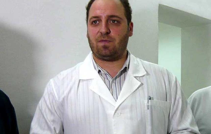 Бивш болничен шеф обвинен за фалшива диплома