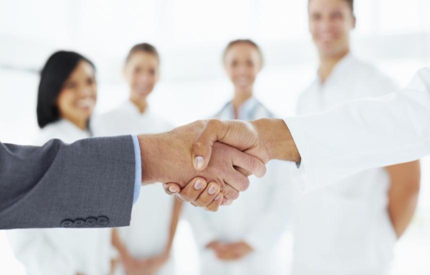 Стиснаха си ръцете за парите на болниците