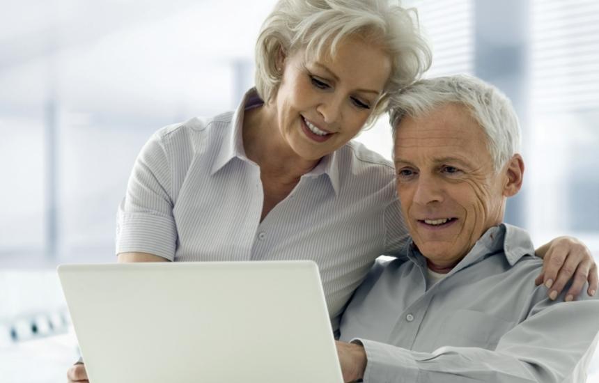Виртуален асистент за хората над 60