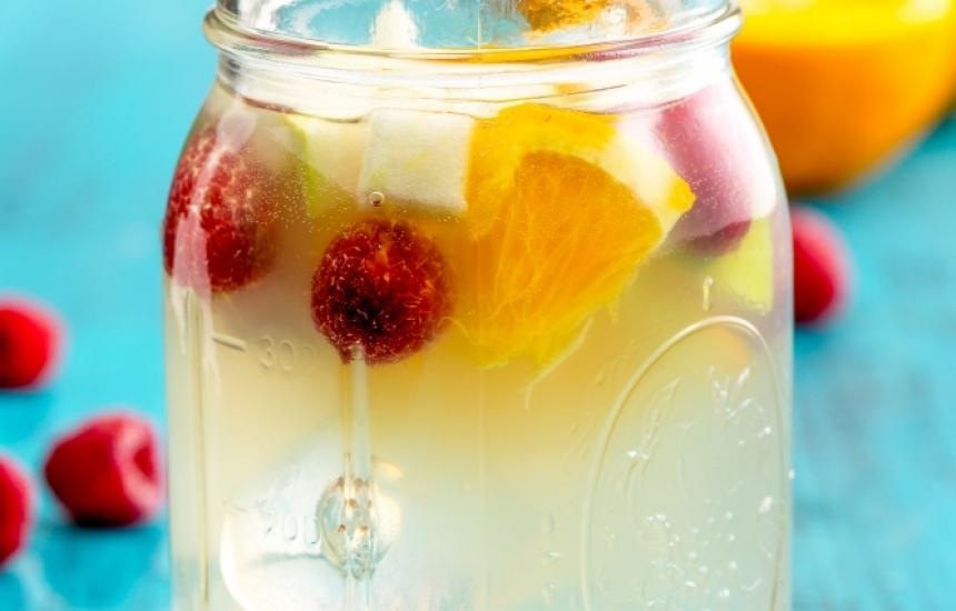 Преборете жегите с домашна лимонада