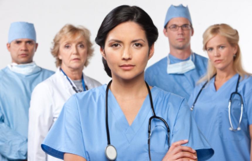 Светът спешно търси лекари