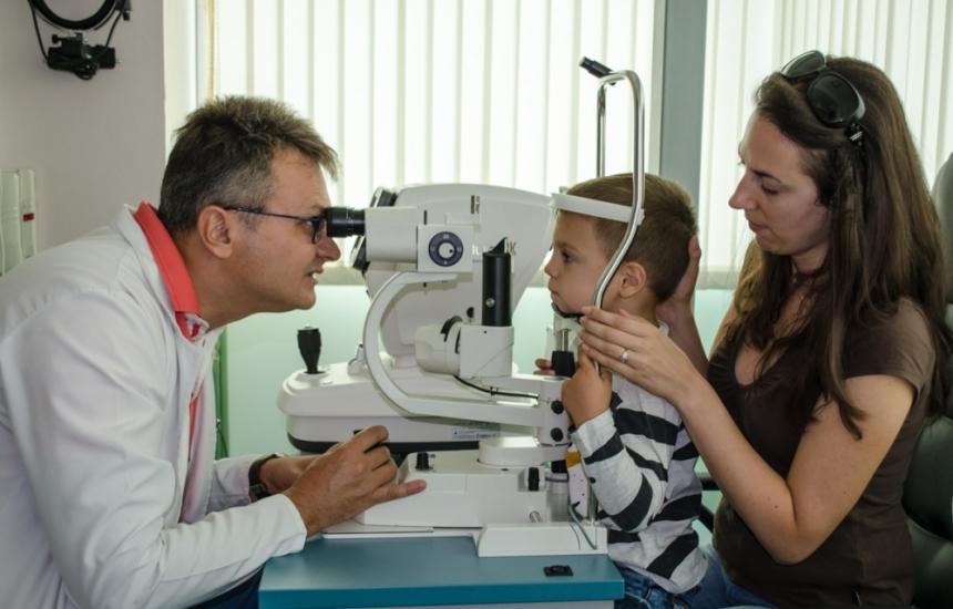 Ученици безплатно на очен лекар в Стара Загора