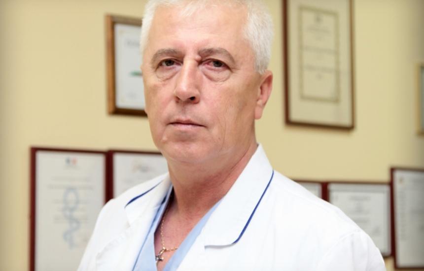 Проф. Петров по спешност в болница