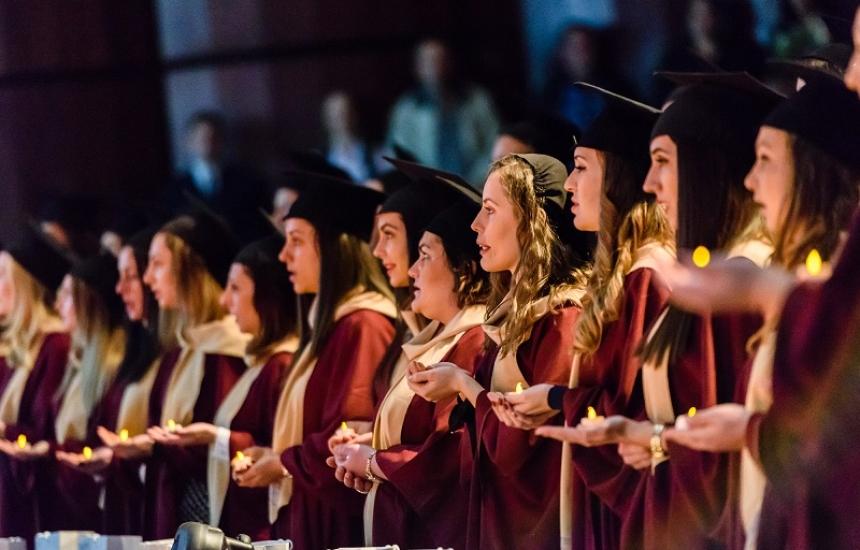 Дипломи за 271 здравни специалисти от МУ-Варна