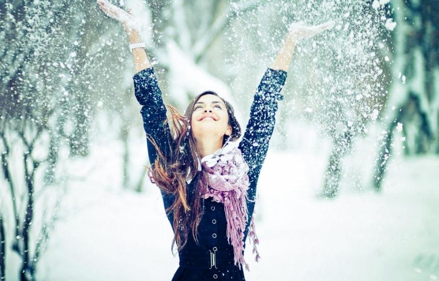 Сняг в половин България