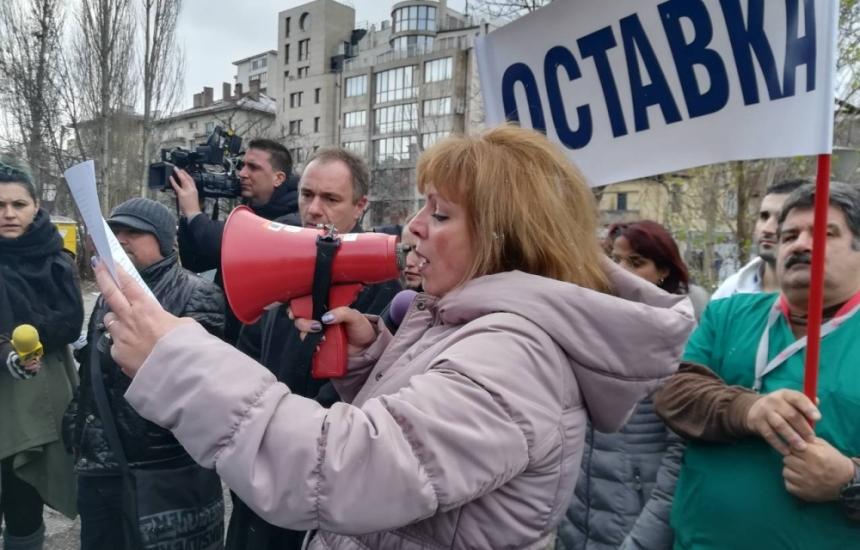100 на протест пред Пирогов
